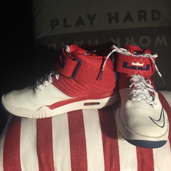Boys Nike Lebron James Air Akronite Sneakers f2369003eee9